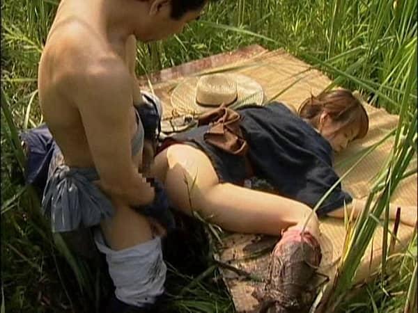 【ヘンリー塚本】唾液にまみれ、ねちっこく絡みつく女の舌!30人以上の熟女達のベロチューしながらの接吻&セックス