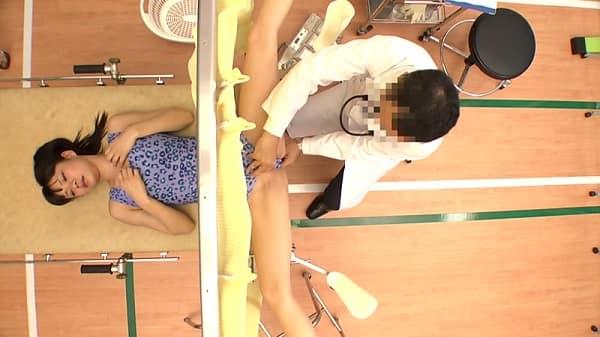 【産婦人科】大学の新体操部へ偽医師が出張健康診断し、検診のフリして女子大生の膣内に中出し種付けして孕ませちゃうww