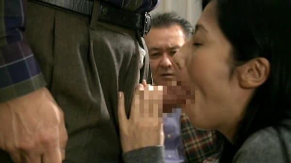 【スワッピング】ヘンリー塚本☆夫が妻の目の前で、妻が夫の目の前で他人とセックスする公認夫婦交換する熟年夫婦