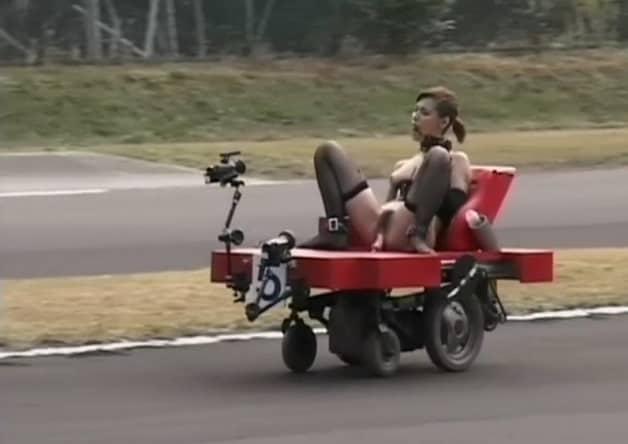 【エロ動画 企画モノ】 ディルドピストン車に乗って女の子たちがレースしてみた