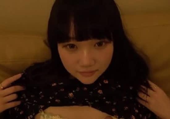【無修正】黒髪パッツンの18歳萌えカワ美少女のキツキツマンコにデカマラねじ込むハメ撮り映像