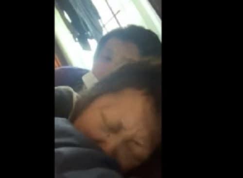 【個人撮影】『25cmの巨根を持つ俺が嫁のママ友に挿入してみたw』ネットに投稿された本物の寝取り動画!!