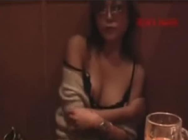 【素人投稿】スマホ撮影。居酒屋で泥酔した知らないババアがオッパイ見せてきたんだがwwww