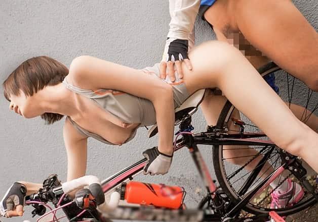 【鈴村あいり】真面目で控えめな自転車部の美少女が校舎裏で先輩とユニフォーム着たまま着衣セックス