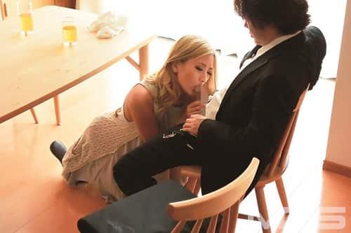 【人妻NTR】寝取り男に寝取られフェラチオご奉仕するギャル妻