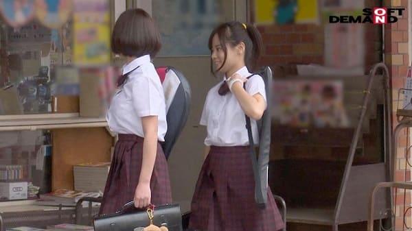 部活帰りに本屋へ立ち寄った女子校生2人組に、媚薬塗ったチ〇ポを強引に挿入した結果がこちら