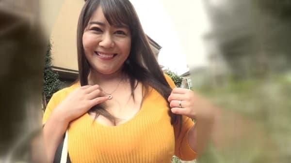 乃木坂46の生田絵〇花が熟女化したような爆乳人妻が童貞を筆おろしして連続中出し種付けさせる人生最初のSEX