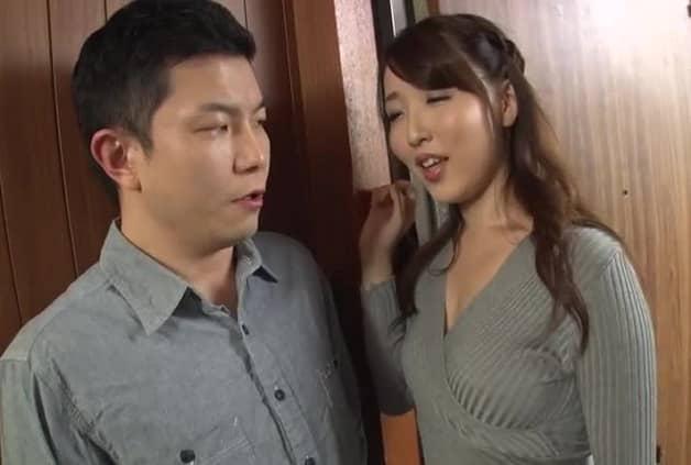 【浮気人妻】隣室の夫婦の痴女妻が欲求不満を隣人男で解消するためノーブラ巨乳で誘惑し中出し不倫《伊東真緒》