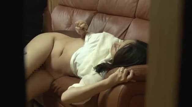 【人妻NTR】寝取られ願望を持つ夫がアラフォーの妻と会社の同僚を2人きりにさせて隠し撮りした結果…《谷原希美》