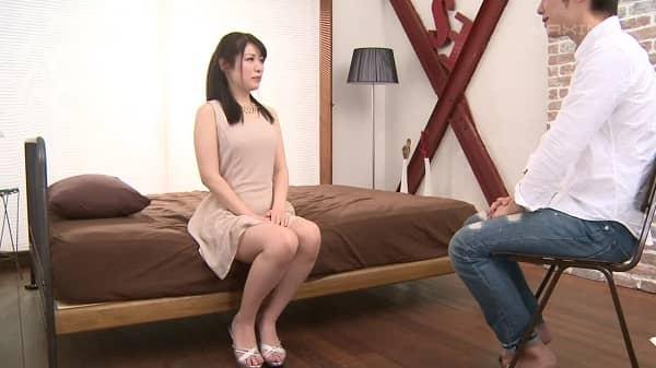 某テレビ局の女子アナとしてお茶の間に登場するはずの美女が、セックス好きが理由で女子アナの卵からAV女優へと転向ww