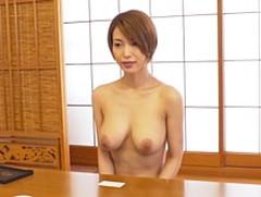 ダイスキ!人妻熟女動画 :全裸で生活する主婦を訪問取材しセックスまでしちゃう! 君島みお