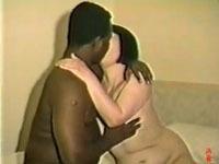 あだるとあだると :【ド素人・熟女・無】 黒人とセックスする真知子夫人。イニシエの映像。