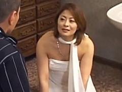 ダイスキ!人妻熟女動画 :ガチムチ体型の美熟女ソープ嬢が不慣れな若者を笑顔で癒やす 麻布レオナ