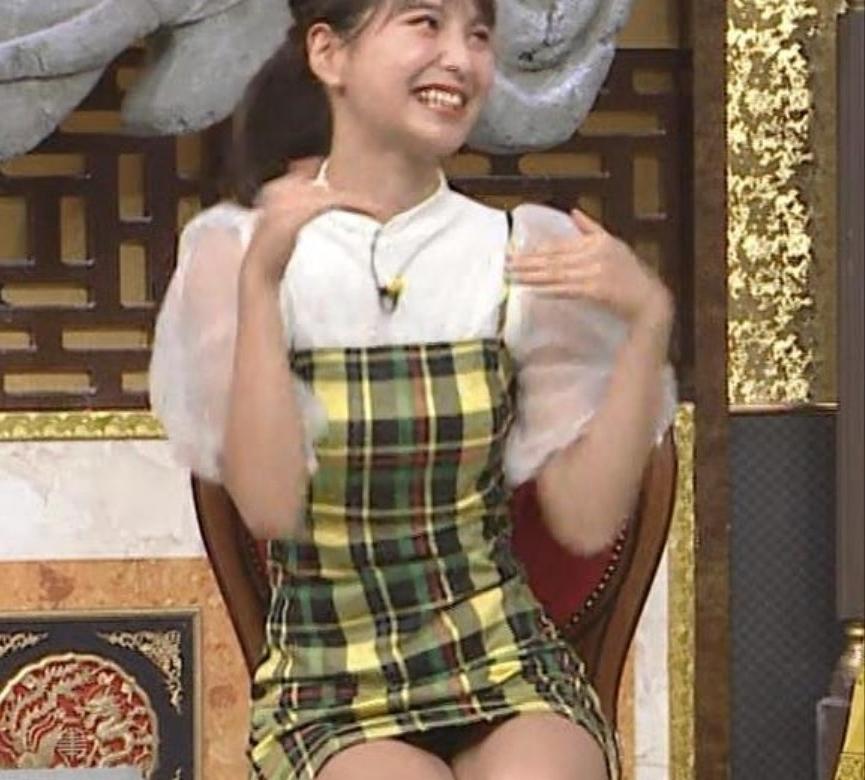 【エロ画像】Niziu山口真子の姉!パンチラ丸見え疑惑wwwww