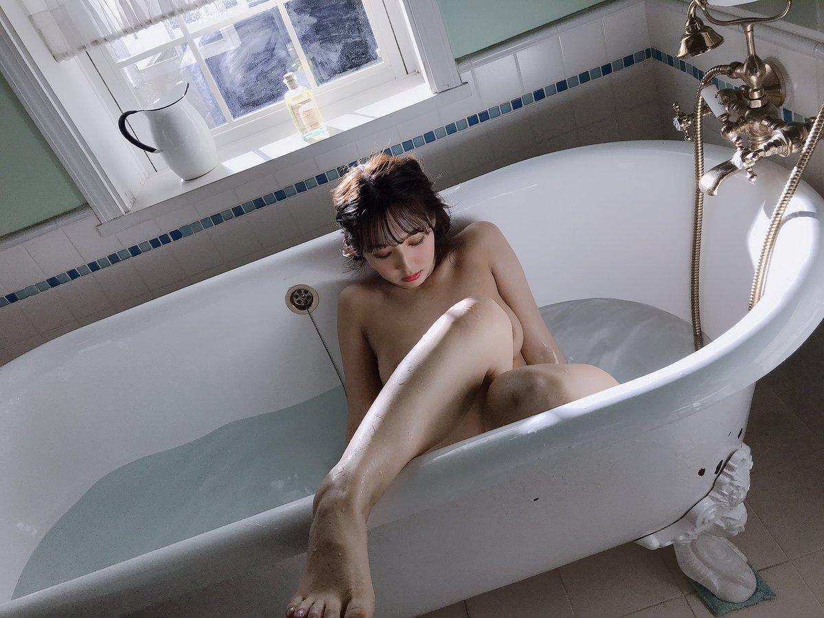 三上悠亜のエロおっぱい画像