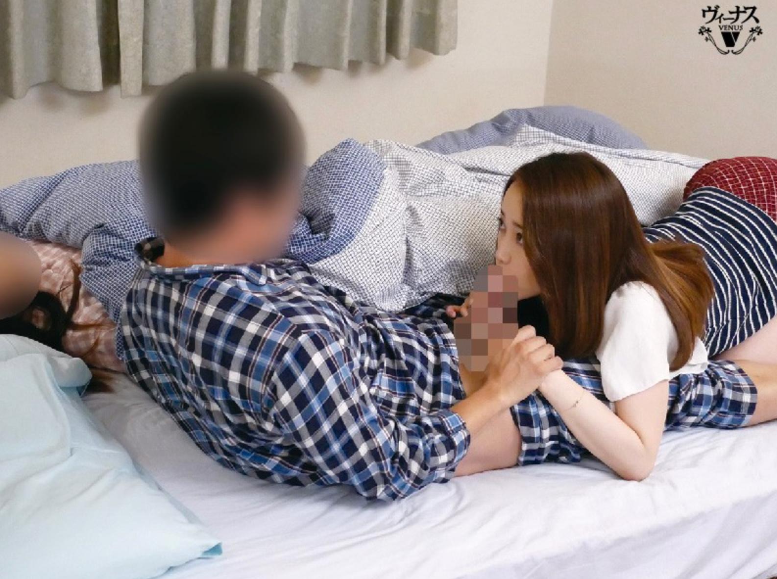 寝ている義母のお尻を嫁のお尻と間違えて、義母とは知らずに即挿入。 篠田ゆう