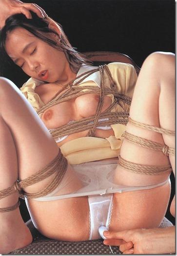こんな妻の姿が見たい!。全裸よりヌケる着エロ緊縛画像38