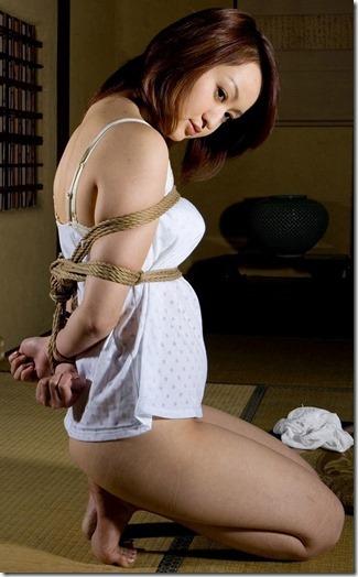 こんな妻の姿が見たい!。全裸よりヌケる着エロ緊縛画像39