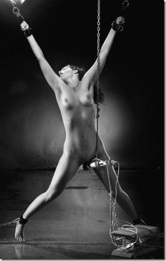 神々しい程に芸術的な牝奴隷の姿に猛々しくオッキしてしまう男達の性を見抜く画像40枚03