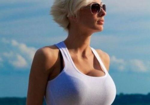 海外の巨乳女性がタンクトップを着たらインパクト強すぎwwwwwwwwwwwwww(画像30枚)
