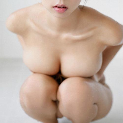 おっぱい丸出しなのに乳首や乳輪が見えそうで見えない隠し方抜群にうまい