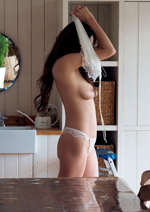 道端アンジェリカ、ビーチク見せつけた全裸写真集で晒された三姉妹丼セックスがヤバ過ぎるwwww