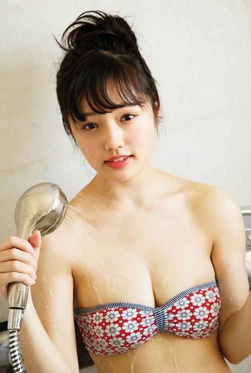 安藤咲桜オタク巨乳美少女のおっぱいの谷間6
