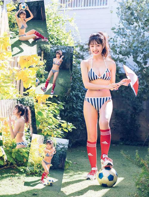 安藤咲桜オタク巨乳美少女のおっぱいの谷間13