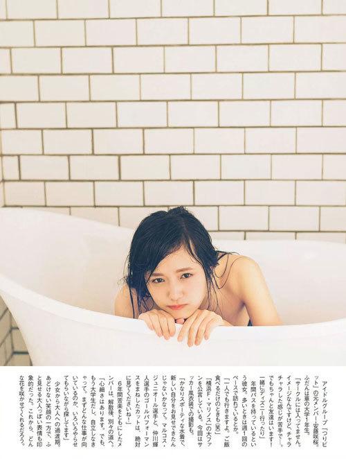 安藤咲桜オタク巨乳美少女のおっぱいの谷間16