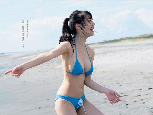 安藤咲桜オタク巨乳美少女のおっぱいの谷間20