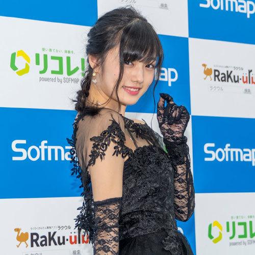 安藤咲桜オタク巨乳美少女のおっぱいの谷間25