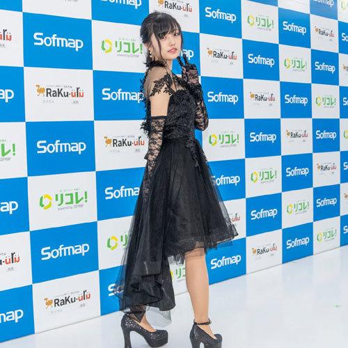 安藤咲桜オタク巨乳美少女のおっぱいの谷間27