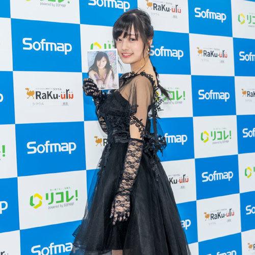 安藤咲桜オタク巨乳美少女のおっぱいの谷間28