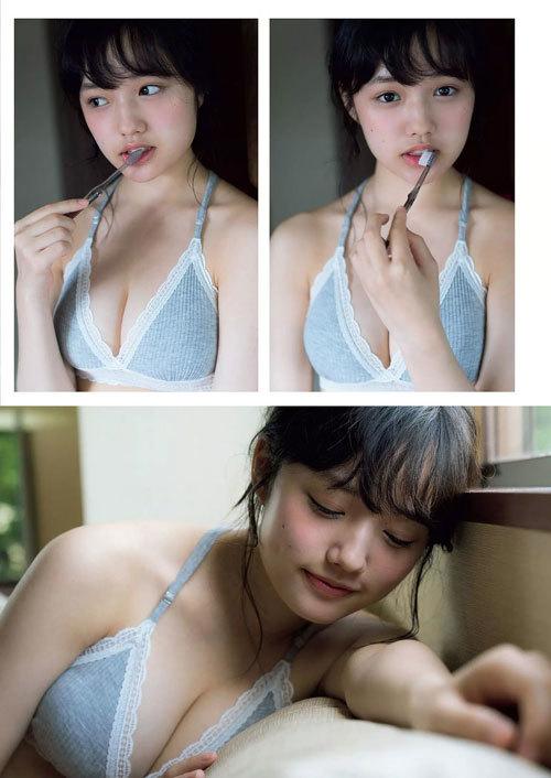 安藤咲桜オタク巨乳美少女のおっぱいの谷間46