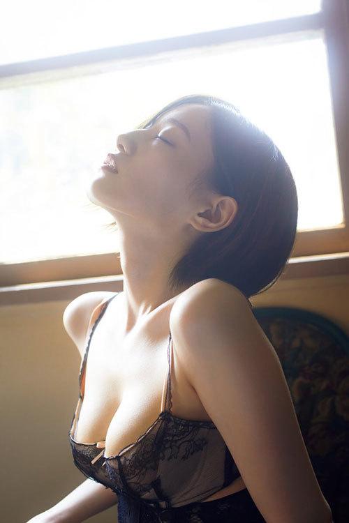 中田花奈、9年間封印してきた爆乳を遂に披露!