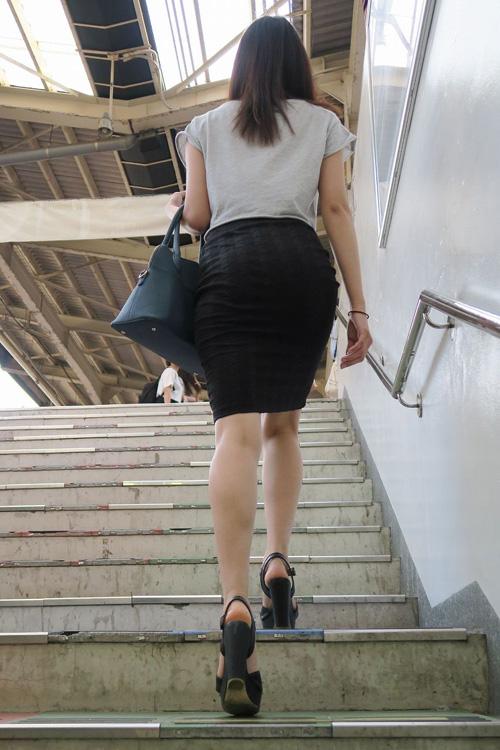 OLのタイトスカートがエロ★エロ画像50枚