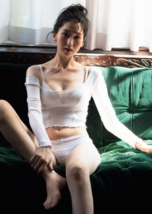 ミスコン2冠の新人女優 是永瞳の初水着グラビア