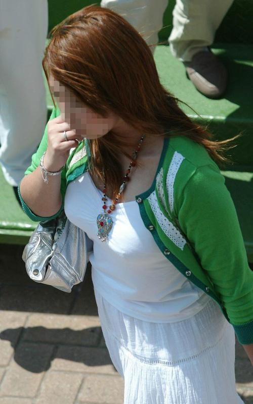 思わずオッパイを2度見しちゃう、街で見かけた素人の着衣巨乳女性たち