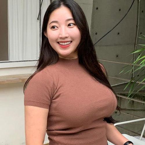 おっぱいのデカさを強調したニットセーター着たお姉さんの着衣巨乳に釘付け