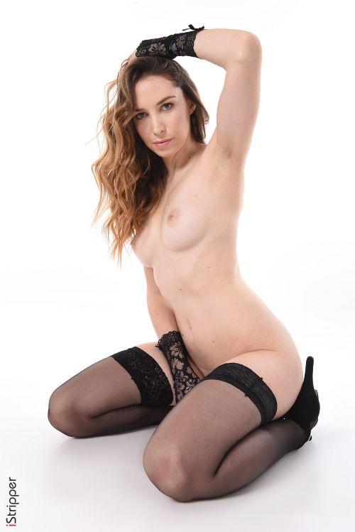 すぐにも孕みそうな白くて丸いデカ尻がヒワイwフランス人アラサー美熟女の腰振りエロダンス&セクシーランジェリーヌードww # 外人エロ画像