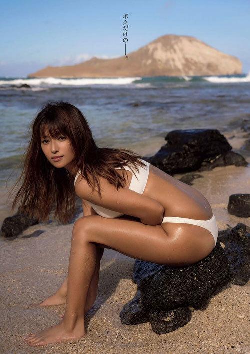 深田恭子さんの美乳おっぱいとお尻が素敵過ぎ37
