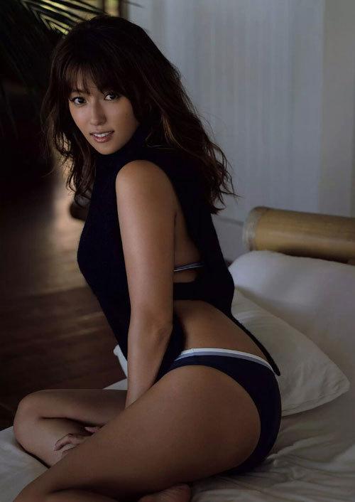 深田恭子さんの美乳おっぱいとお尻が素敵過ぎ40