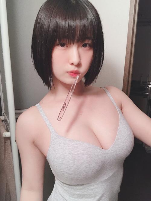 韓国系の顔立ちした巨乳グラドルの大間乃トーコさん