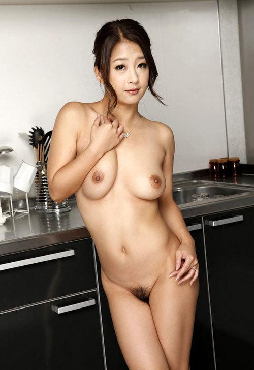 全裸でおっぱいとマン毛見せて誘惑する女の子17