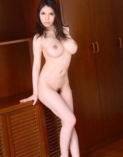 全裸でおっぱいとマン毛見せて誘惑する女の子19
