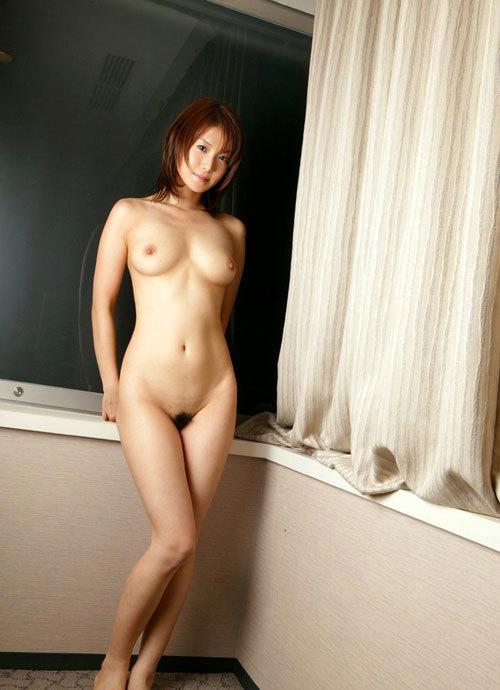 全裸でおっぱいとマン毛見せて誘惑する女の子23