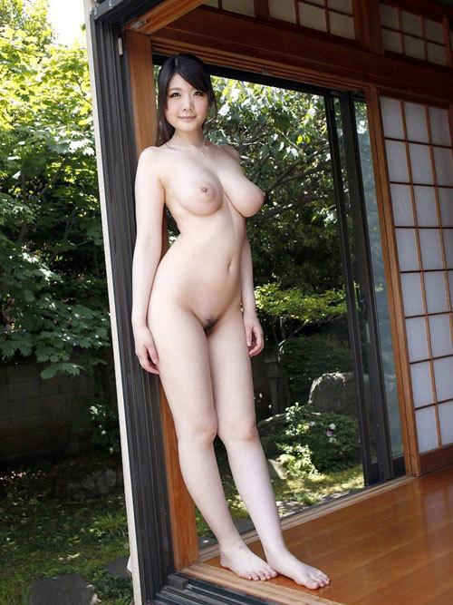 全裸でおっぱいとマン毛見せて誘惑する女の子29