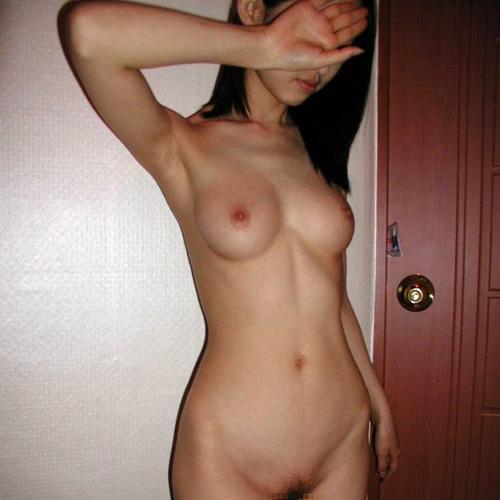 ラブホで全裸になった彼女を記念に撮影しちゃった素人ヌード