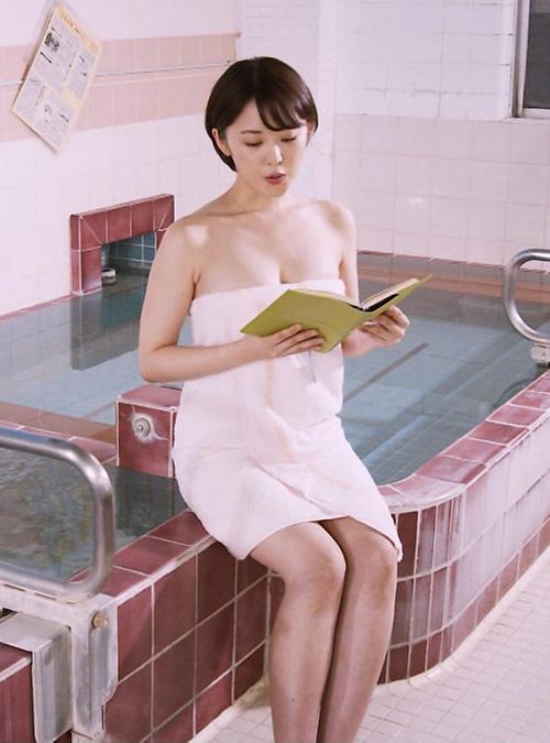 グラドル忍野さらがお風呂に入る番組がテレビでやってたぞ!