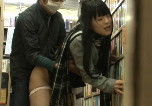 本屋でいきなり襲われた女子学生の末路。。。(画像あり)
